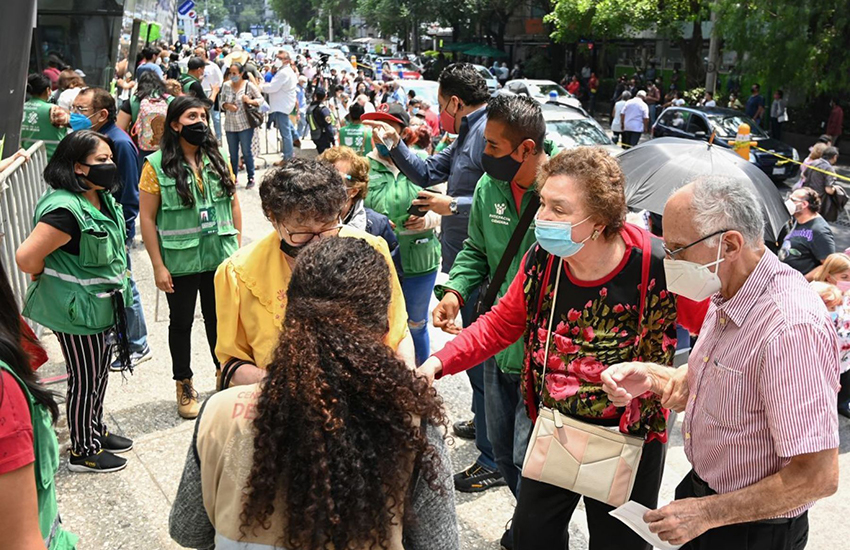 Seniors 60+ in line in Mexico City for second Covid-19 vax doses