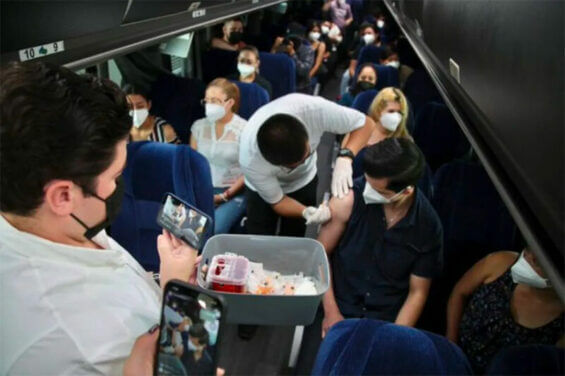 Bus passengers from Nuevo León are vaccinated in Texas.